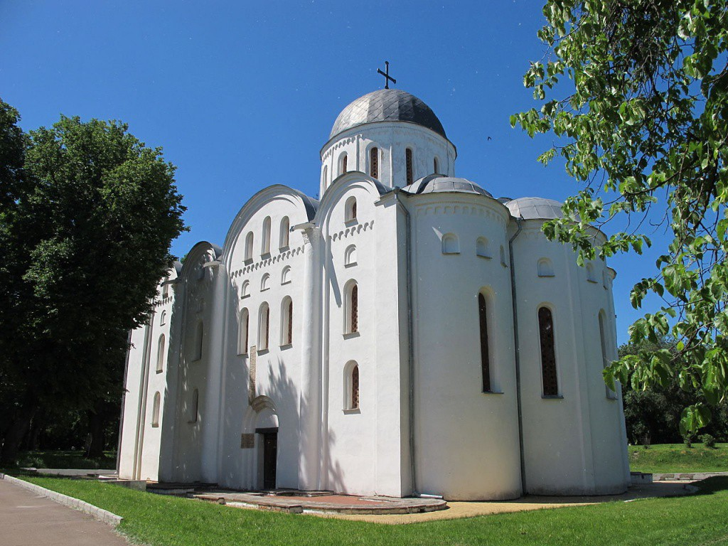1280px-Church_of_Saint_Boris_and_Gleb_in_Chernihiv_01