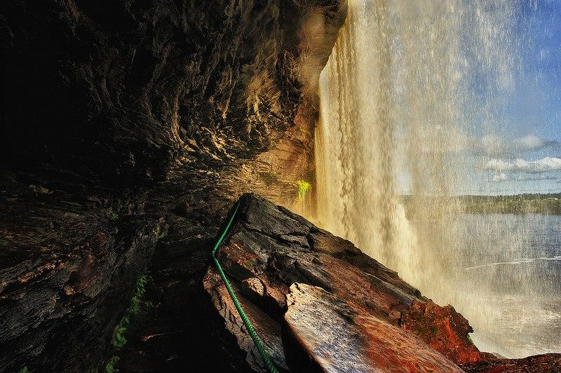 Водоспади національного парку Канайма в Венесуелі