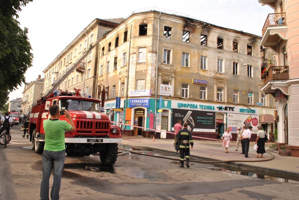 """Горів """"Галицький торговий дім"""" у Тернополі"""