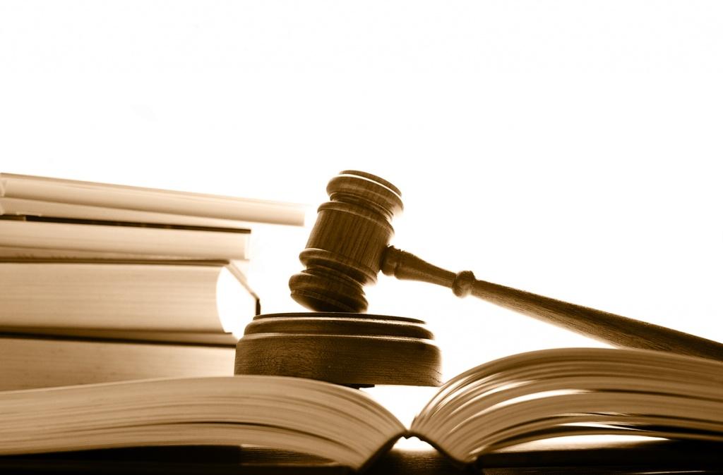 Суд виніс вирок — наклали штраф і позбавили роботи