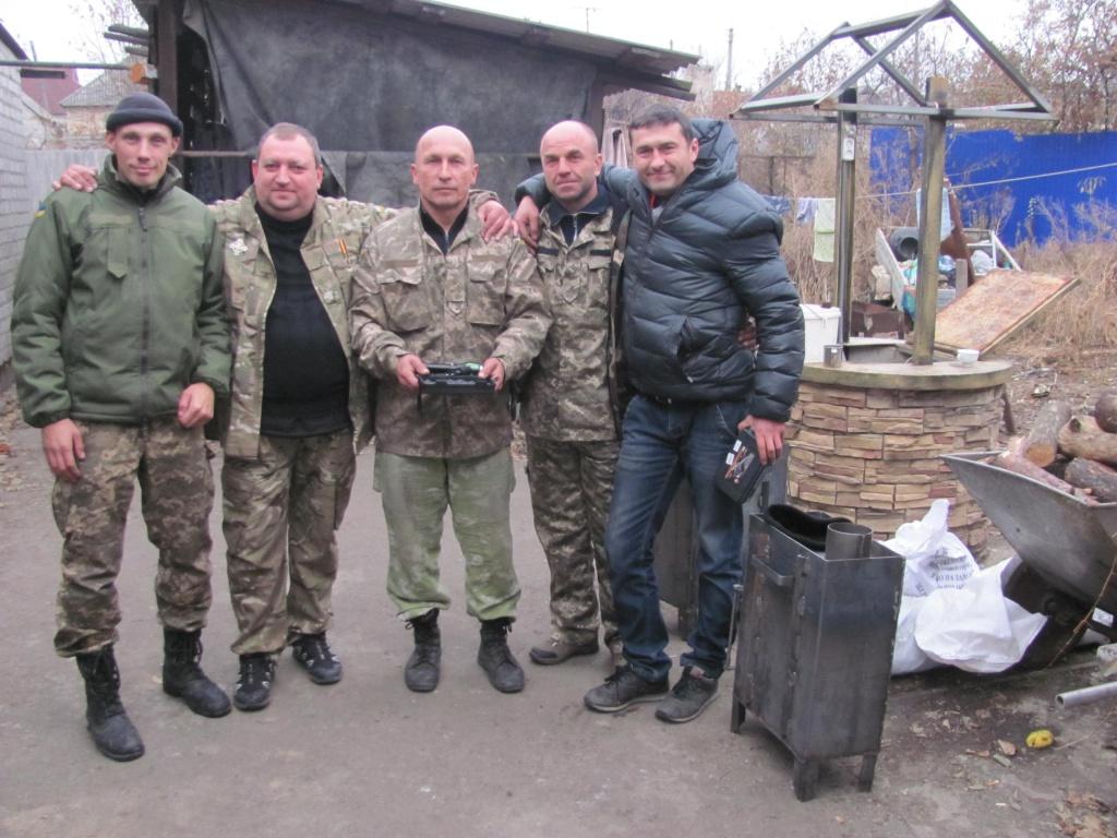 Волонтери привезли 14-ій бригаді тактичні ліхтарики