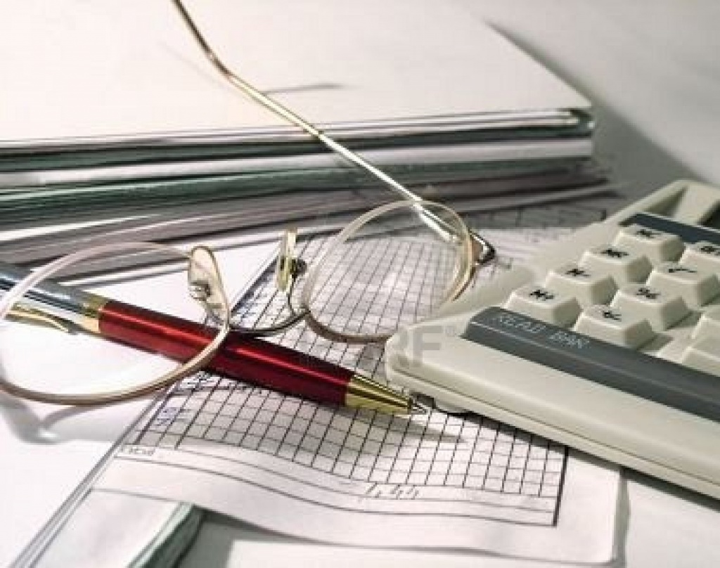 Чи не забороняє чинне законодавство оформляти підсумкову (щоденну) податкову накладну  покупцеві, якщо він не кінцевий споживач, за типом зведеної податкової накладної?