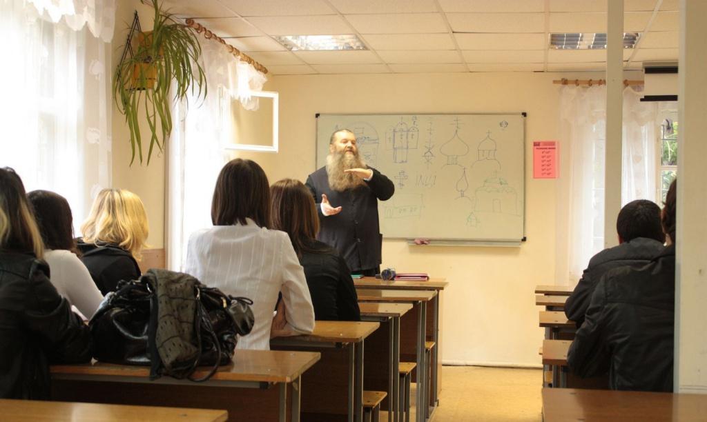 Навчаються викладачі-теоретики
