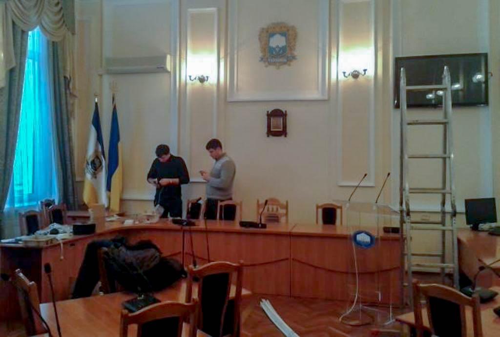 В Тернопільській міськраді встановлюють обладнання для трансляцій сесій
