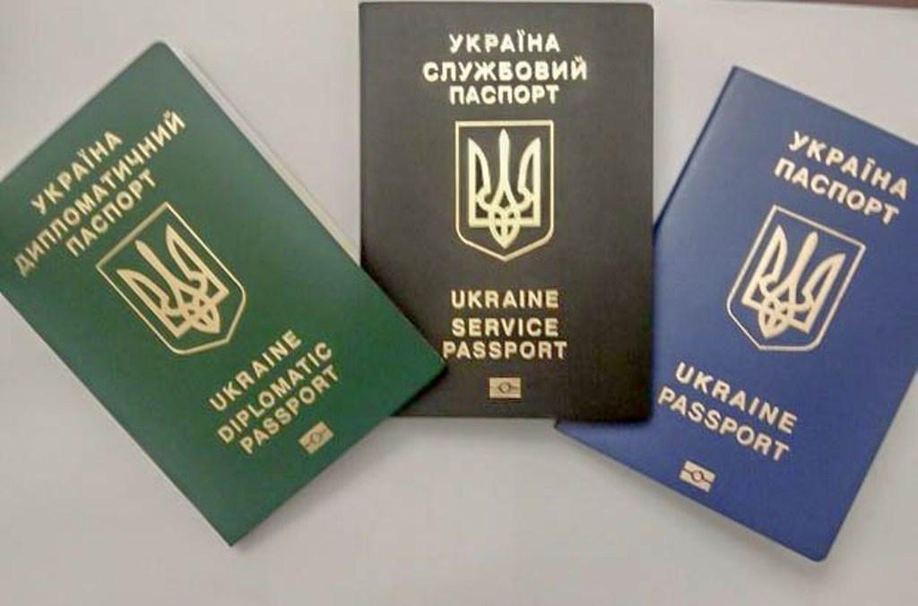 МЗС анулювало дипломатичні паспорти кільком тернопільським чиновникам