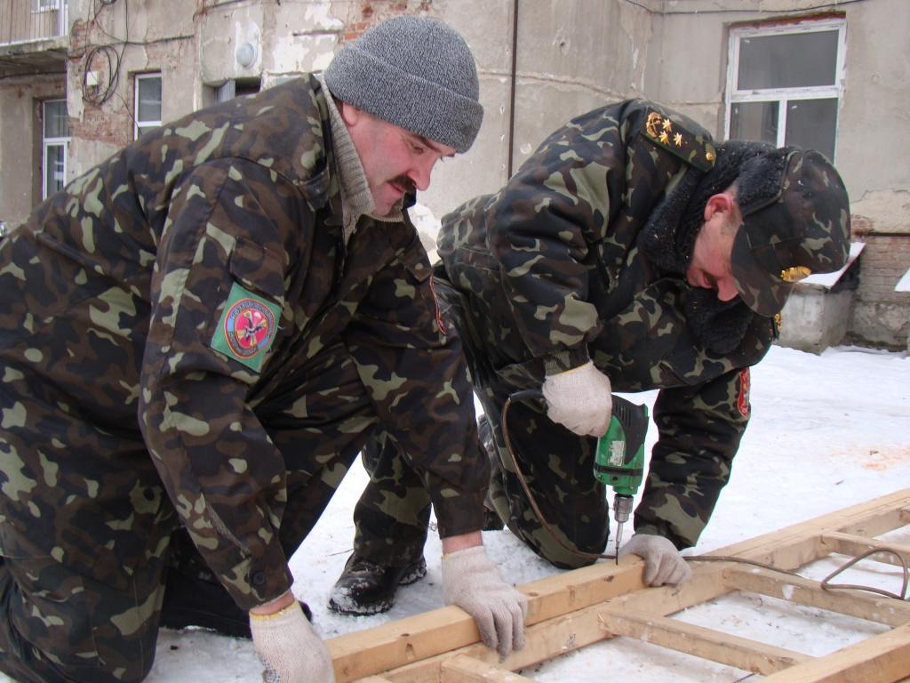 Двір музею політв'язнів реконструюють… козаки