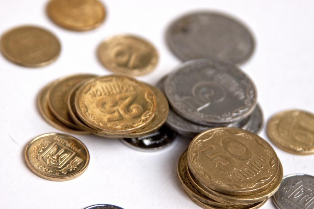 Ставки за депозитами і вклади українців в банках знижуються майже синхронно