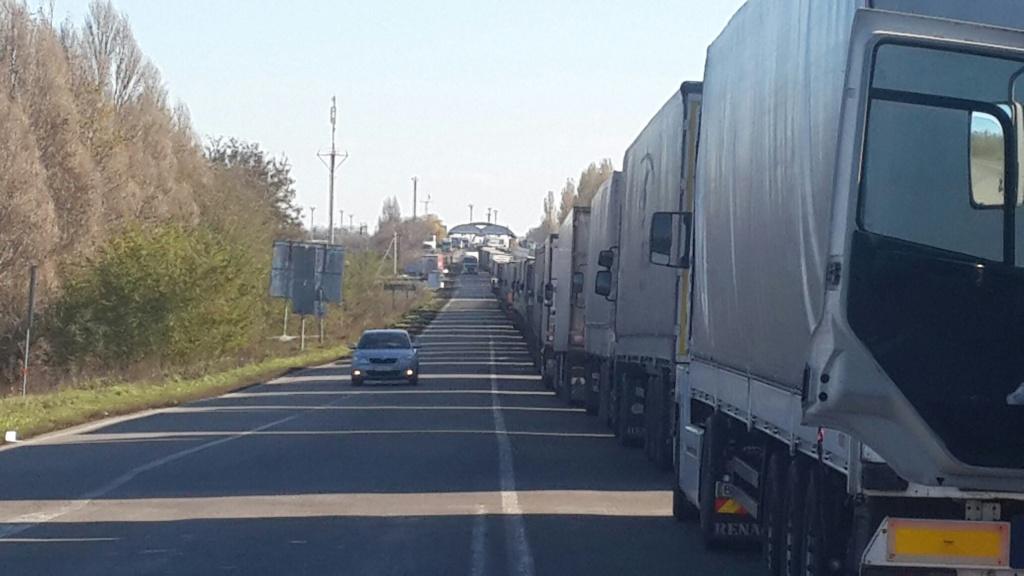Росія тимчасово заборонила рух українських вантажівок своєю територією