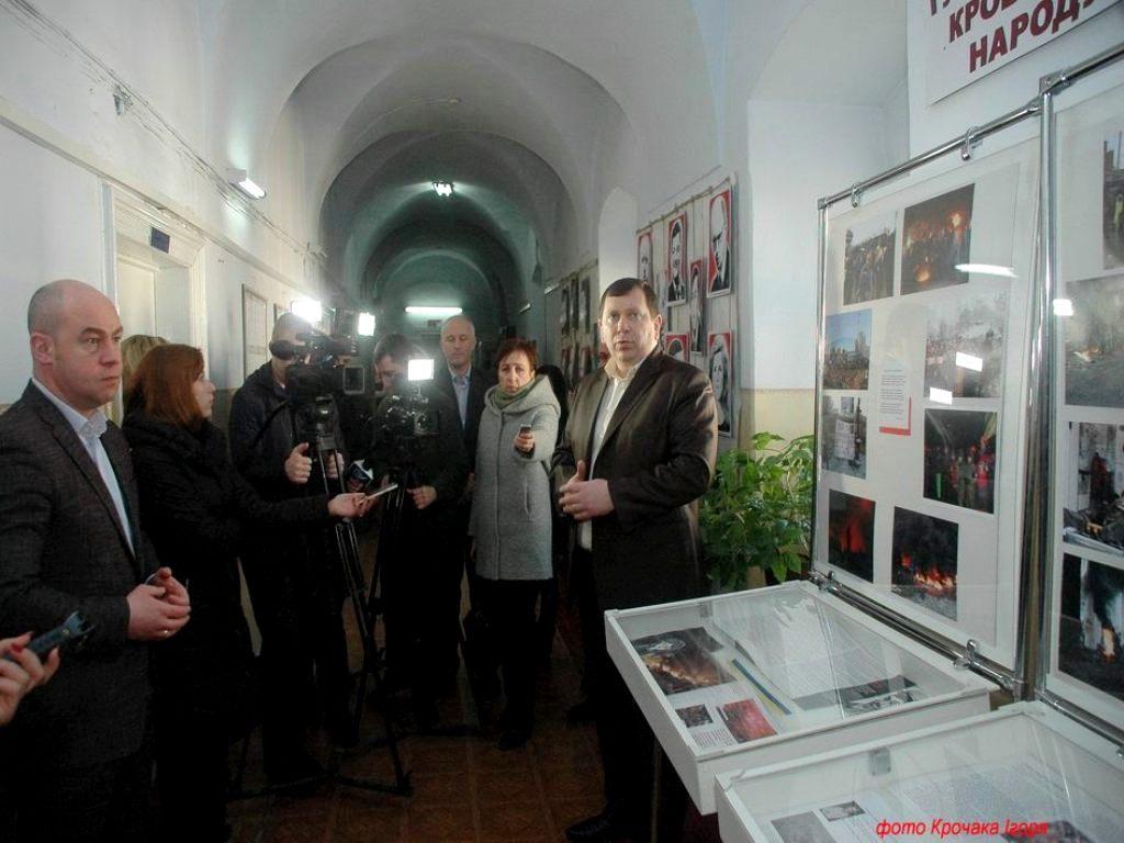 Виставку про Майдан відкрили в тернопільському Держархіві