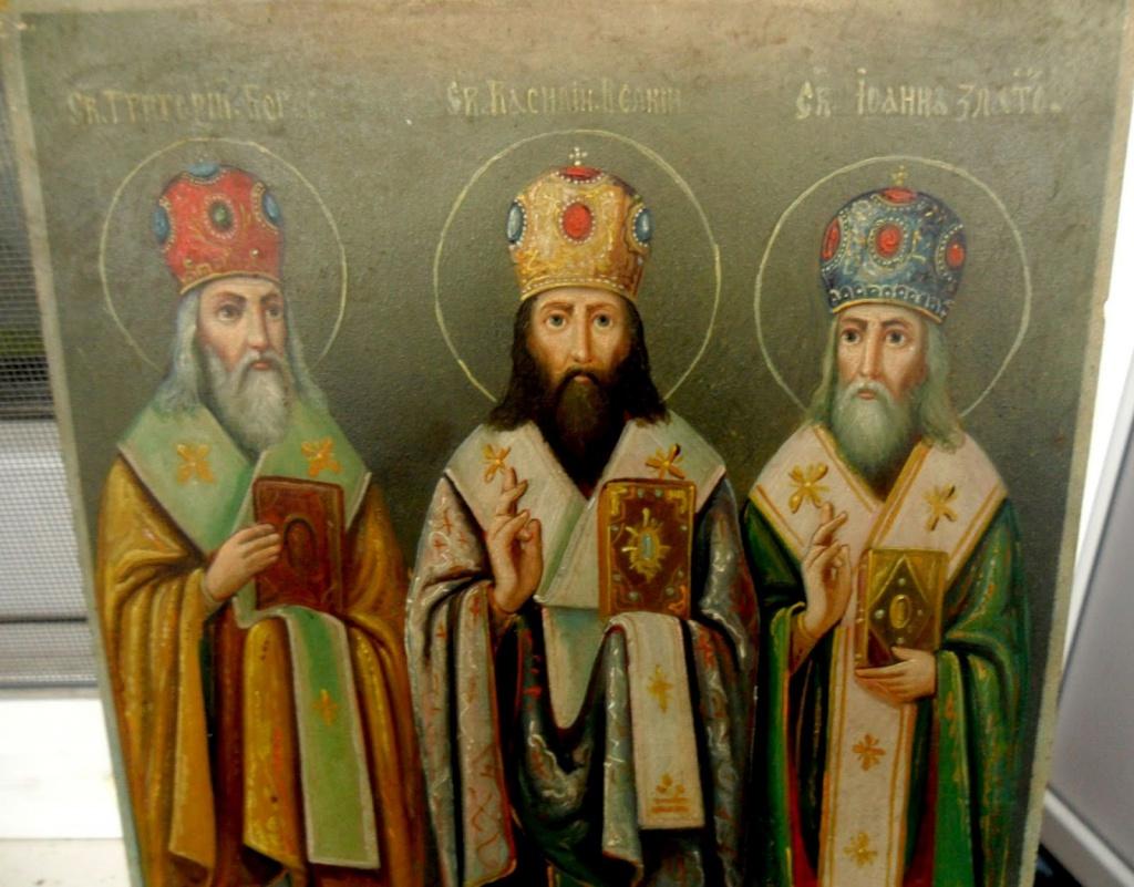 Помолитися трьом святителям та запалити стрітенську свічку