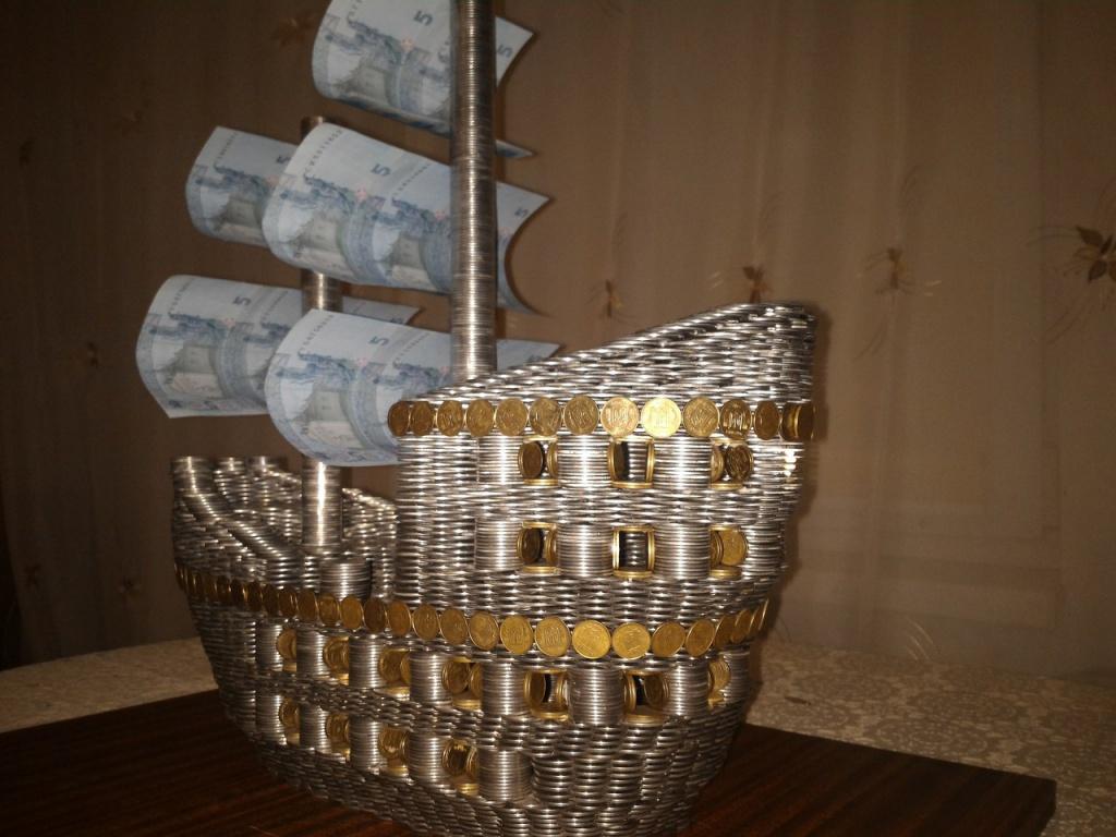 …І корабель з монет