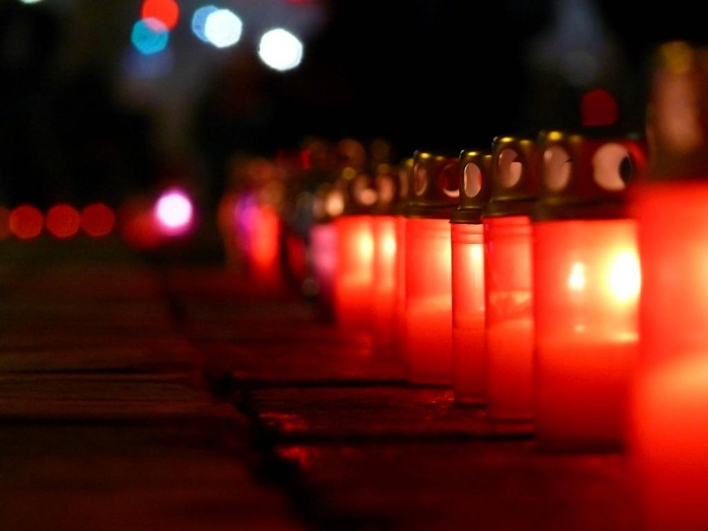 Запали їм свічку, Україно