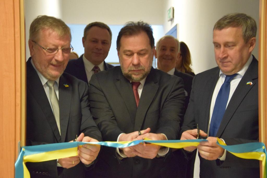 Посольство України в Польщі впровадило електронну чергу