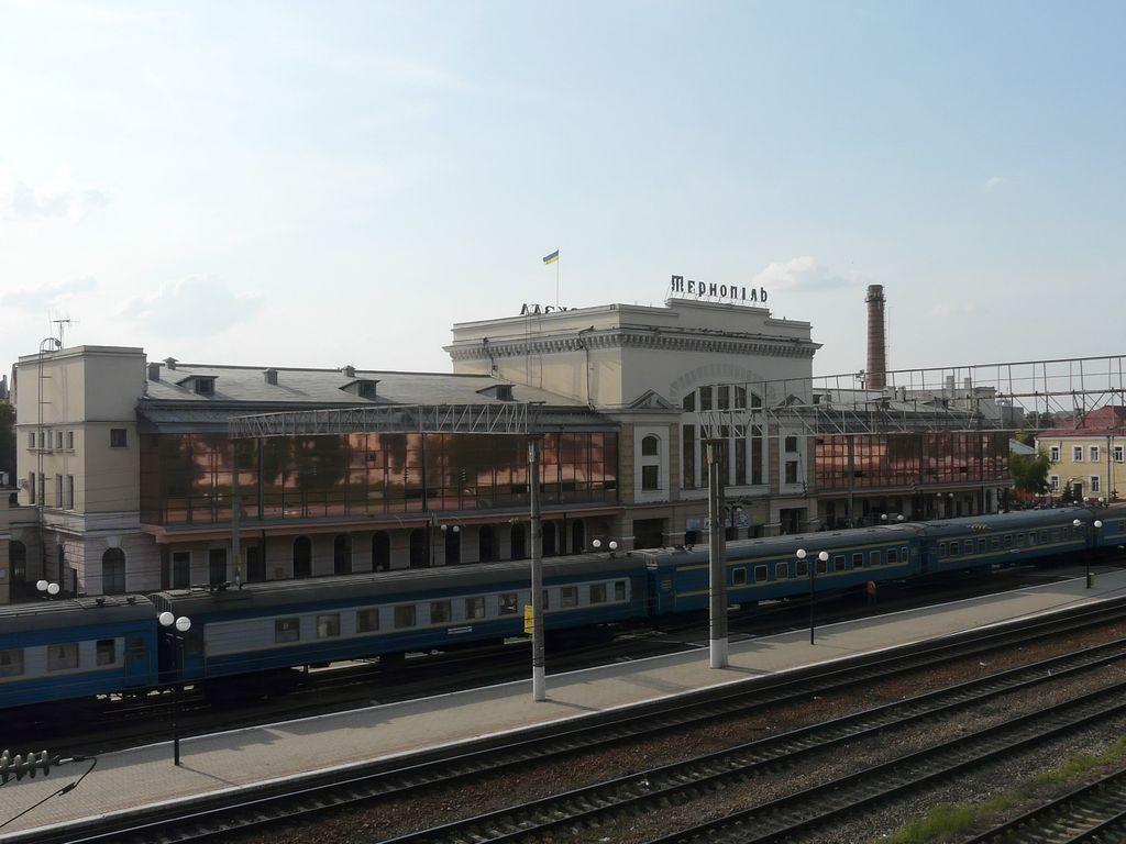 Призначено додаткові поїзди до осінніх свят