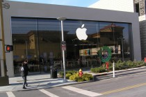 Apple_Store_Yonkers,_NY_January_8,_2013