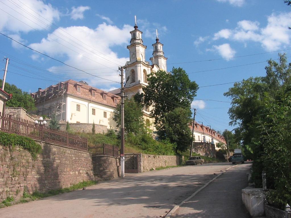 Злодійські походи  до монастиря