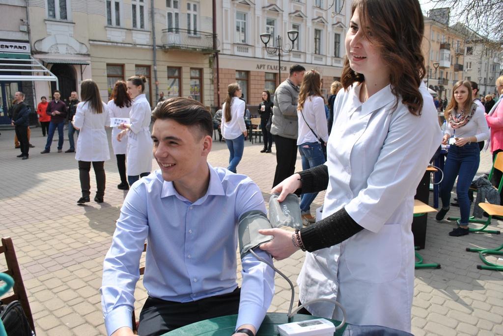 """У Тернополі нині організували """"Алею здоров'я"""""""