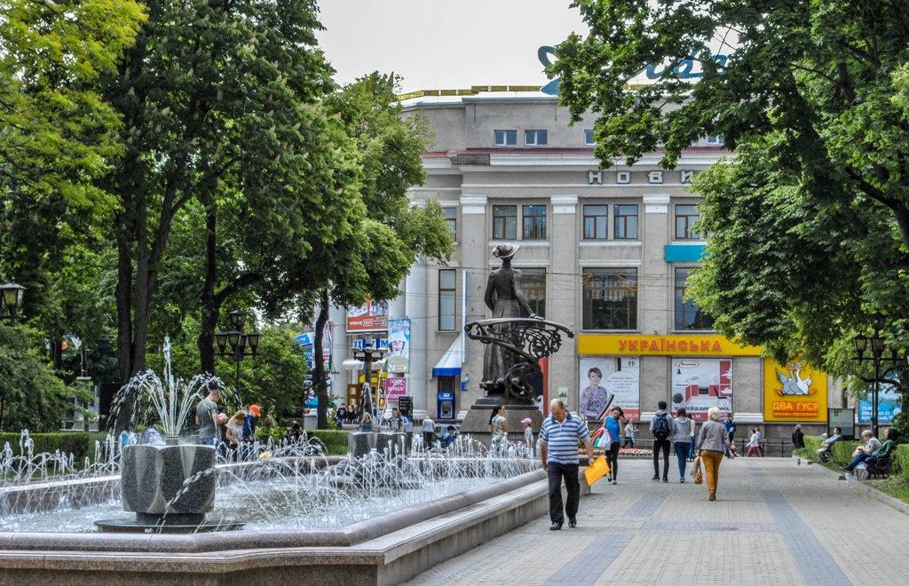 """Тернопіль і його """"фонтано-центр"""""""