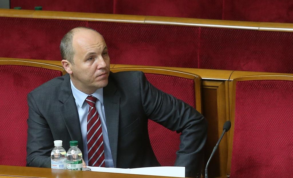 Особливий статус Донбасу гальмує зміни до Конституції – Парубій