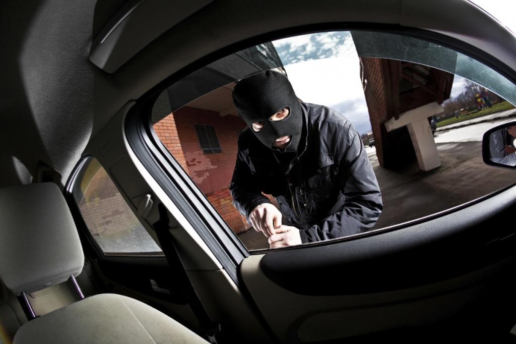 Водії двох іномарок у Тернополі стали жертвами крадіїв