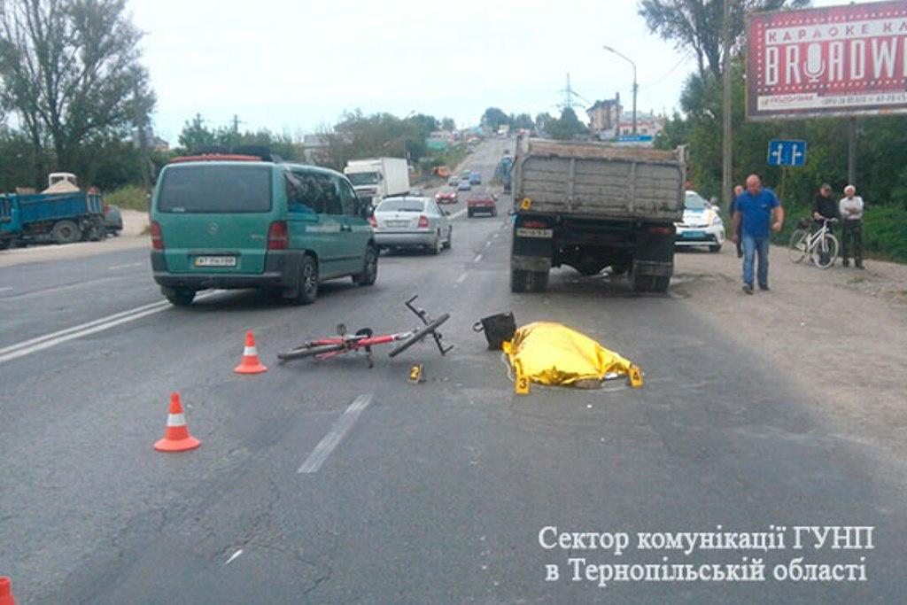 У Тернополі під колесами вантажівки загинула велосипедистка