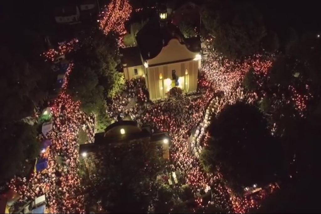 Проща у Зарваниці: похід зі свічками