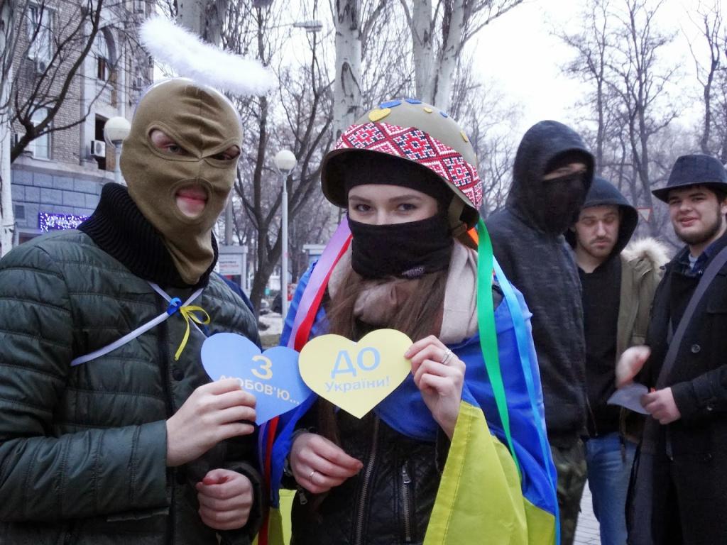 Повінчані на Майдані