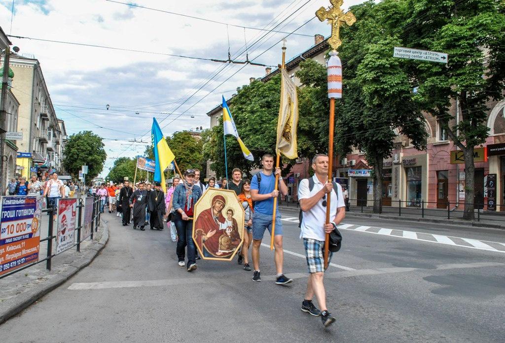 Тернополяни розпочали пішу ходу до Зарваниці