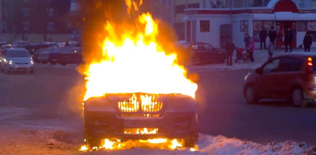 У Тернополі біля аеропорту спалили крадений автомобіль
