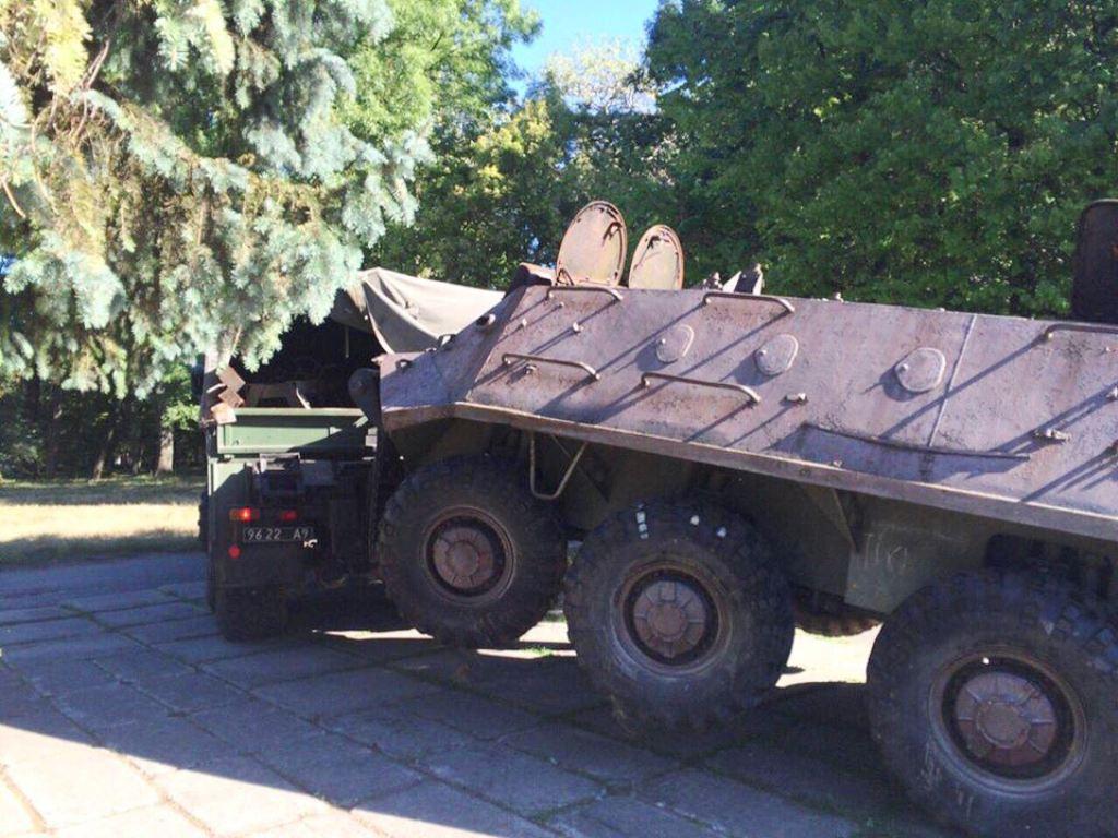Бронетранспортер зі Старого парку в Тернополі передали державному підприємству