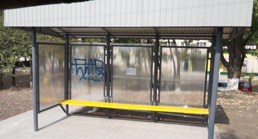 Вандали понівечили нову зупинку в Тернополі (ФОТО)