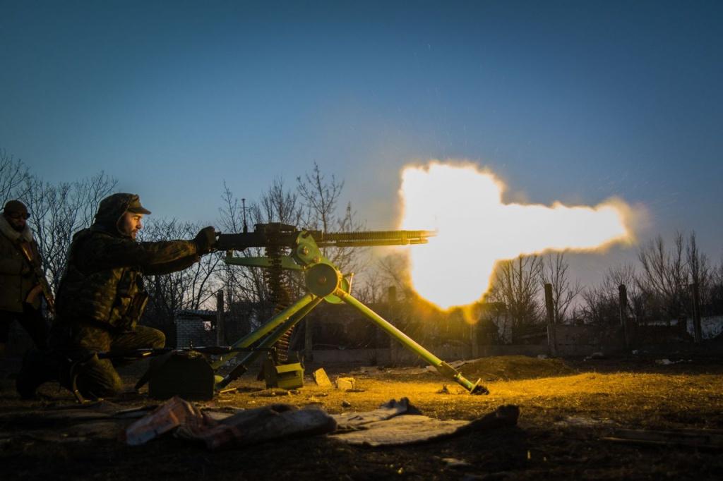 Бойові дії на луганському напрямку поступово переходять у цілодобовий режим – Міноборони