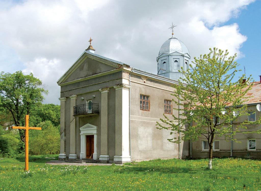 Хто врятує святиню у Краснопущі