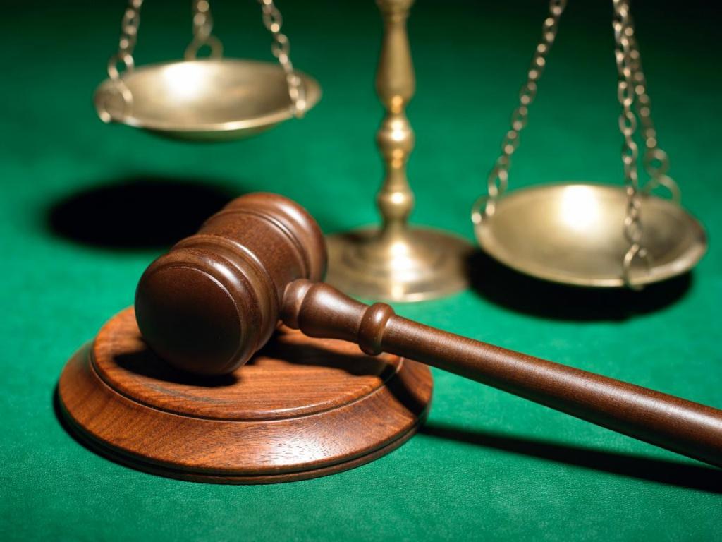 Дорогий адвокат для судді