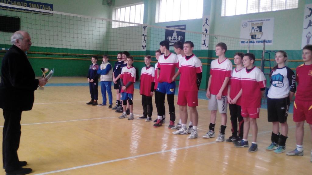 Змагалися юні волейболісти з футболістами
