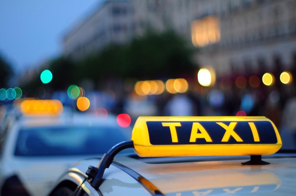 Обстріляли таксі