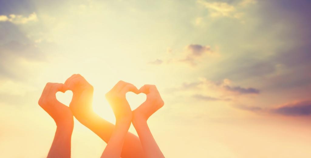 Даруймо іскорки своєї любові