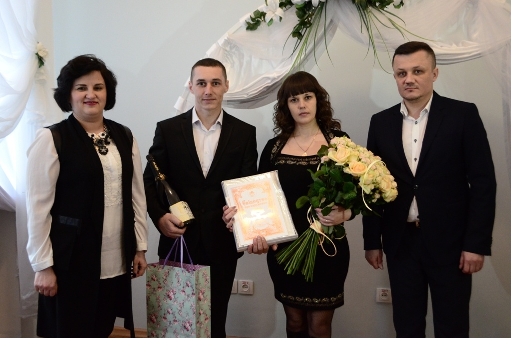 В Українському домі «Перемога» зареєстровано двадцять восьмий шлюб у рамках сервісу Мін'юсту – «Шлюб за добу»