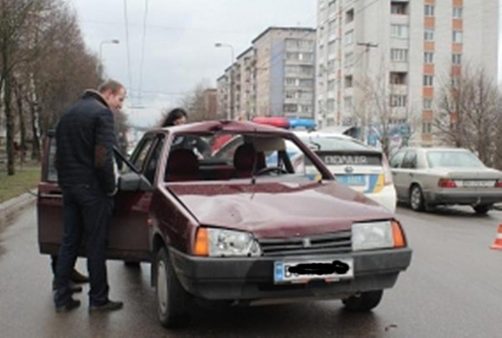 П'яний таксист наїхав на пішохода
