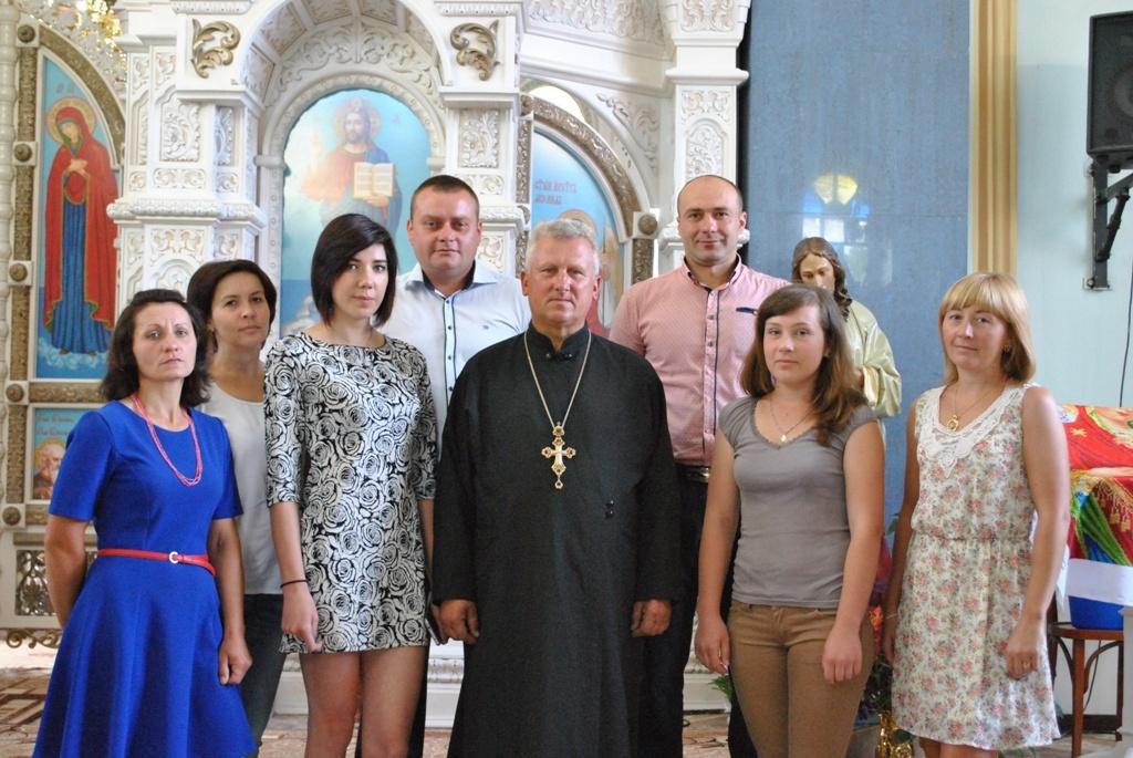 У Тютькові парафіяни вишили бісером іконостас (фото)