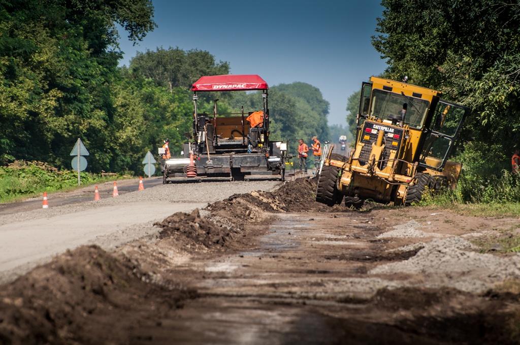 Стратегічно важлива дорога Львів-Тернопіль оновлюється день за днем