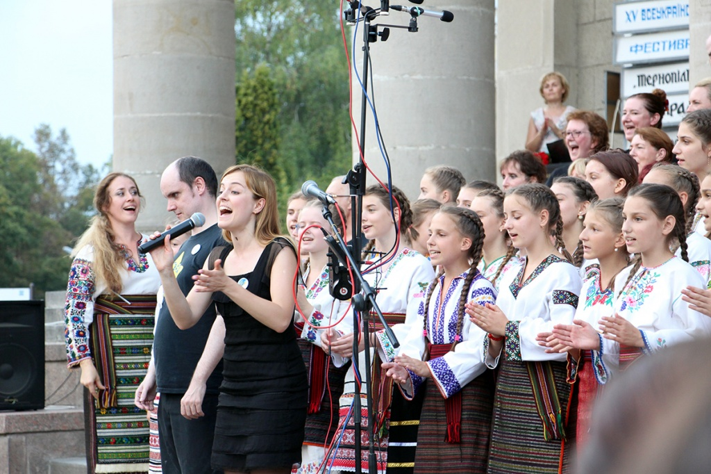І «ЗОРИНКА» СПІВАЛА РОК. Хористи з Лондона й Тернополя дали спільний концерт на підтримку сиріт