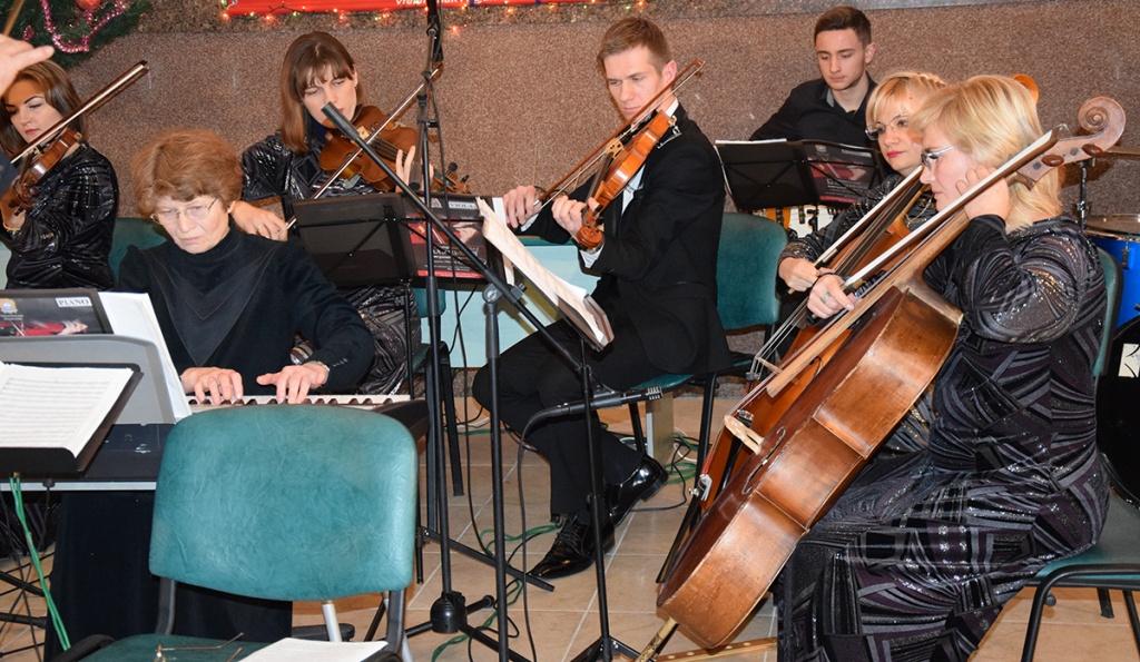 Вокзал для пасажирів з оркестром