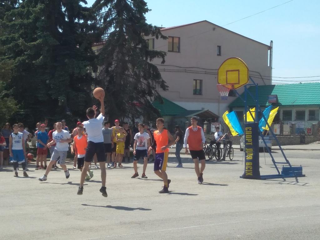 У Збаражі знову вуличний баскетбол