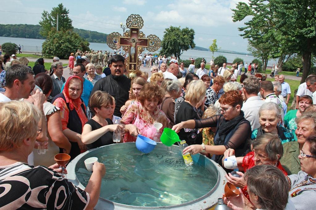 Всеперемагаюча сила хрещення