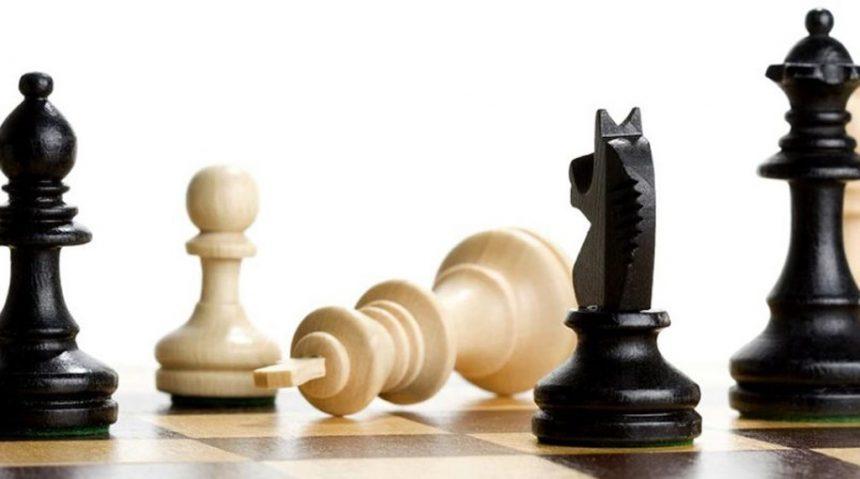 Чому б не дати шах ферзем