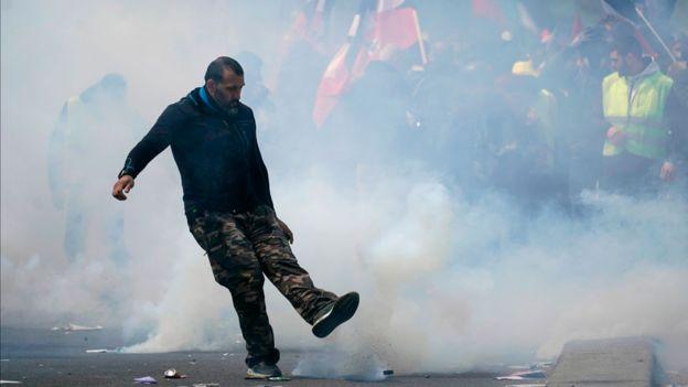 Під час демонстрацій в Парижі затримано понад 300 осіб