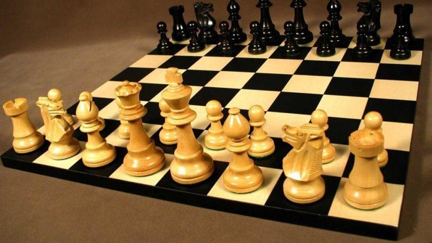 За розмінами — «тихий» шах білого ферзя