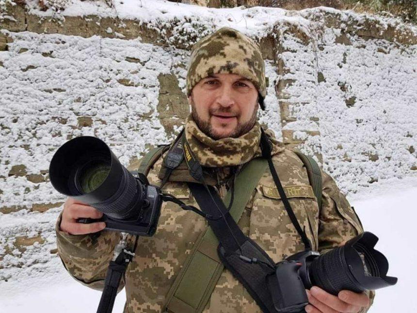 Захищаючи свою країну з фотоапаратом у руках