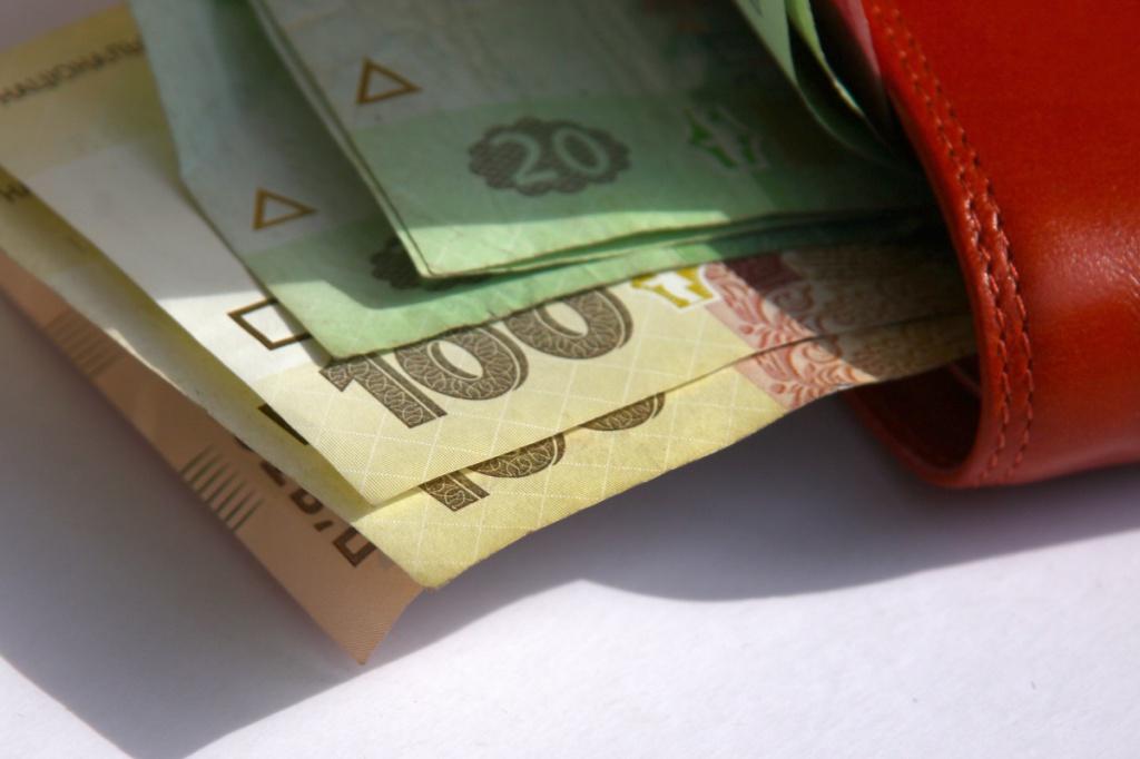 Як оподатковується податком заробітна плата більша десяти мінімальних?